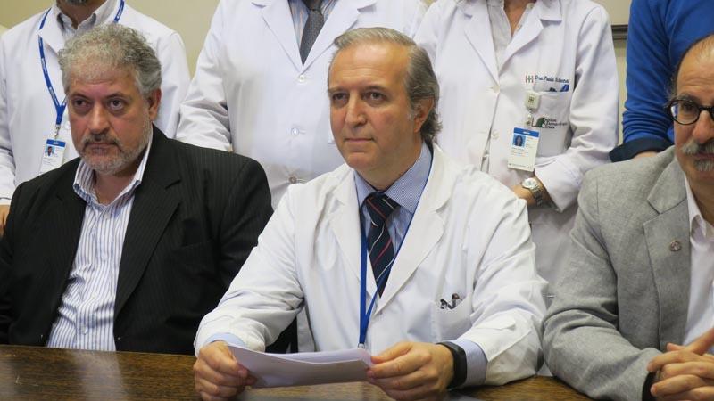 BAS101. BUENOS AIRES (ARGENTINA), 22/11/2016.- De izquierda a derecha, el asesor principal del proyecto, de la Universidad de Virginia EE.UU, el Doctor Daniel Cherñavvsky; el Investigador clínico principal, el Doctor Luis Grosembacher y el Responsable Técnico Principal, el Doctor Ricardo S. Sánchez Peña posan hoy, martes 22 de noviembre de 2016, durante la presentación del primer estudio clínico del páncreas artificial en Buenos Aires (Argentina), elaborado por centro de investigación médica en colaboración con hospitales de varios países de Europa y centros estadounidenses. EFE/Marina Guillén