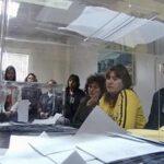 Bulgaria elige presidente con conservadora y militar como favoritos