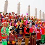Una minoría china logra récord Guinness al banquete más largo, de 3,7 km