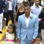 Carlos Tévez se casa y se va al fútbol chino con millonario contrato