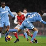 Premier League: Arsenal derrota 3-1 al Stoke City y da caza al Chelsea