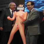 Chile: Renuncia el líder empresarial que regaló muñeca inflable a ministro
