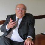 Polémica y rechazo a empresario que regaló muñeca inflable a ministro chileno