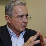 Colombia: Expresidente Álvaro Uribe renunció alSenado por investigación de presunto soborno (VIDEO)