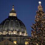 Vaticano inaugura el belén y el árbol de Navidad en San Pedro