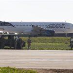 Un avión libio secuestrado con 118 personas a bordo aterriza en Malta