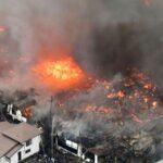 Un gran incendio quema 140 edificaciones en un pueblo del noroeste de Japón