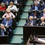 Parlamento polaco paralizado en protesta por plan de regular acceso a prensa