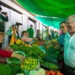 Kuczynski dialogó con comerciantes de mercado en Arequipa