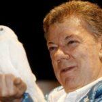 Santos recibe premio Nobel de la Paz y da por terminada la guerra en Colombia
