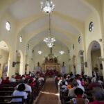 Fieles en Santuario de la Caridad del Cobre rezan por descanso de Fidel
