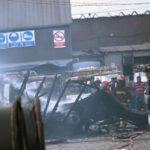 Ate: Más de 20 vehículos calcinados deja incendio en almacén de cables (VIDEO)