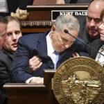 EEUU: Gobernador de Minnesota se desmayó en pleno discurso (VIDEO)