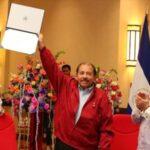 Nicaragua: Daniel Ortega y su esposa reciben credenciales como dignatarios
