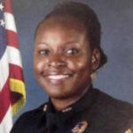 EEUU: Asesinan a una policía y muere otro oficial en persecución de criminal