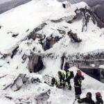 Hallan seis supervivientes más en hotel italiano sepultado por alud