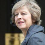 May pide último esfuerzo a líderes norirlandeses para resolver crisis