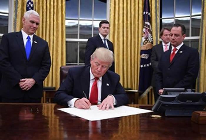 Sondeos: Trump, el presidente más impopular al asumir el cargo