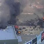 Australia: Avioneta se estrella en centro comercial y deja 2 muertos (VIDEO)