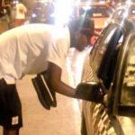 Aldair Fuentes espera tener automóvil, por ahora se moviliza en taxi