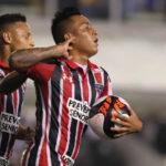 Christian Cueva anota y asiste en triunfo del Sao Paulo a Santos 3-1 (VIDEO)