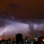 Argentina: Tras ola de calor se registra temporal con lluvias y granizo (VIDEO)