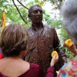 Cuba recuerda a Gabriel García Márquez con inauguración de su efigie en La Habana