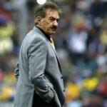 México: Entrenador del América ingresa al campo y lesiona a jugador (VIDEO)