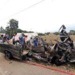 Muertos en triple choque entre camión, moto y furgoneta se eleva a 16