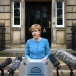 "Escocia pedirá consulta de independencia al activarse ""brexit"", según diario"
