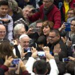 """El Papa pide a gobiernos combatir el """"crimen vergonzoso"""" de trata de personas"""