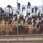 Ceuta: Más de 500 refugiados saltan la cerca fronteriza, 12 heridos (VIDEO)
