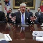 """Donald Trump ordena eliminar """"excesivas"""" regulaciones empresariales"""