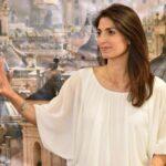 Alcaldesa de Roma reclamará indemnización por portada sexista de periódico