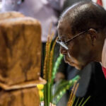 Zimbabwe: Dictador Robert Mugabe cumple 93 años ylanza su reelección (VIDEO)