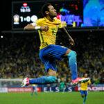 Brasil deja sentenciado su pase al Mundial en otra noche de Neymar