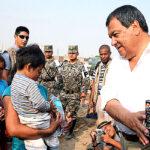 Huachipa: Fuerza Armada reparte alimentos a damnificados