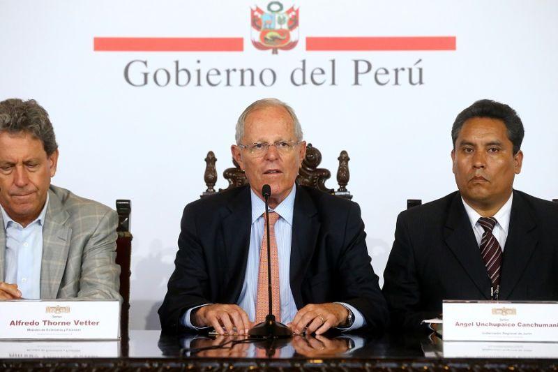 Ecuatorianos afectados por lluvias en Perú llegan al país