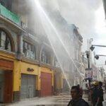 Lima: Incendio consume antigua casona en el jirón de la Unión (VIDEO)