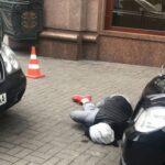 Ucrania: Asesinan a exlegislador ruso exiliado y atacante cae herido a balazos (VIDEO)