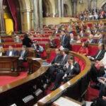 Parlamento catalán da luz verde a reglamento que permitirá ruptura exprés