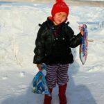 A los 4 años caminó por la nieve y entre lobos para ayudar a su abuela