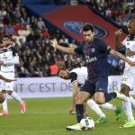 Liga francesa: PSG sigue en carrera por título al ganar 3-2 al Metz