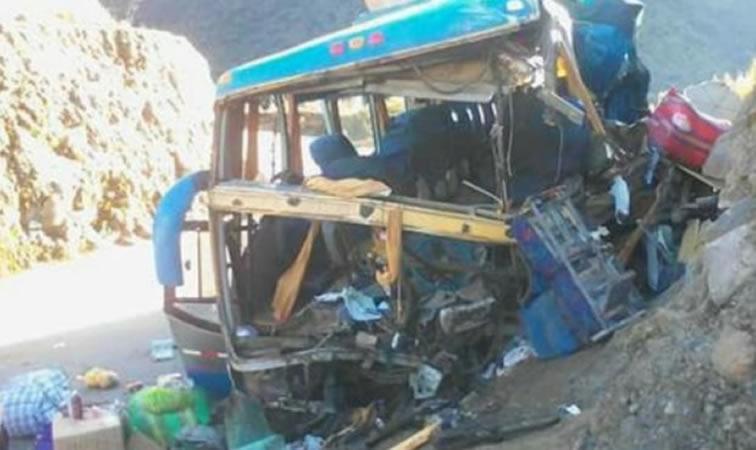 Dos muertos y 12 heridos deja despiste de autobús interprovincial — Ancash