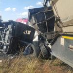 Sudáfrica: 19 niños y chofer mueren calcinados al chocar bus escolar a camión