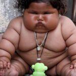 India: Solo tiene ocho meses y ya pesa 17 kilos (VIDEO)