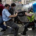 EEUU lanza advertencia a policías venezolanos sobre represión a marcha