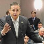 EEUU: Senador Artiles se disculpa por insultos racistas pero siguen críticas