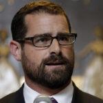 EEUU: Congresista gay se quejó ante abuela de troll que era víctima de acoso