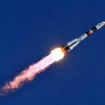 La nave tripulada rusa Soyuz MS-04 con dos tripulantes se acopla con éxito a la EEI